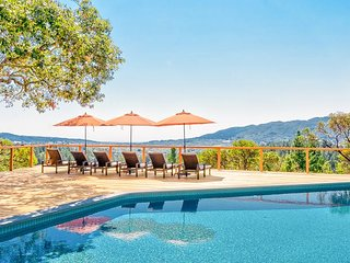 1BR Country Cottage with Vineyard & Valley Views—Hot Tub & Pool