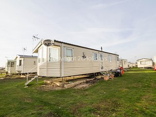 6 Berth Caravan in St Osyth Holiday Park. Clacton-on-Sea.Ref: 28011 Gainsborough