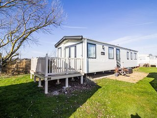 6 berth caravan at St Osyth Holiday Park. *Pets allowed. In St Osyth.REF 28077CW