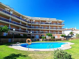 OLIVERAS  076: Nice apartment on the second line of sea and near to the center!