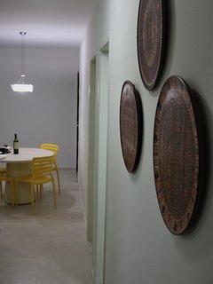 Sala vista a partir do corredor que leva aos quartos