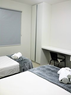 armário e bancada de trabalho também no terceiro quarto