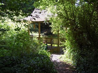 Luxury Holiday Lodge in woodland Setting 10 mins from Looe