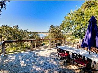 Lake House: Walk to waterpark, dining, marinas, beach and pool