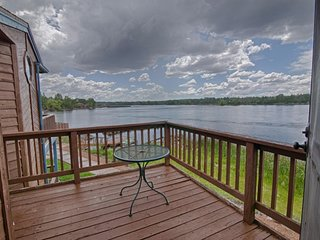 *LAKESIDE RETREAT* In White Mountains, Sleeps 8, BREATHTAKING Sunsets, EV charge