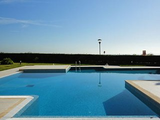 Fabulous 1 bedroom apartment in Private Condo with Pool