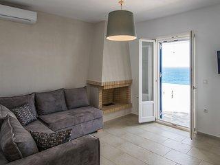 Apricot & Sea Kitron Maisonette Villa
