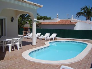 Casa Vista Mar, great 4 bedroom villa 10 mins walk from Carvoeiro, nr Vila Nova