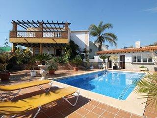 1073 Villa Retama