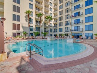 Right across the street from the beach & restaurants, with shared pool & hot tub