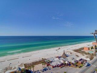 NEW LISTING! Resort condo w/balcony & pool/hot tub/gym-beach across street