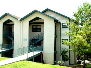 Center of Town-2 King-2Bath-Updated-$116 per night total thru Nov, Details Below