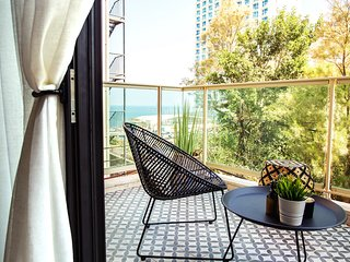 Gordon Boutique Sea View Apartment
