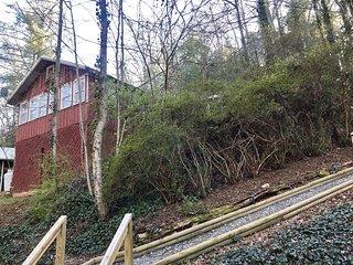 Romantic Ivy Cottage, Retreat! Hot Tub, Fireplace
