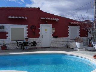 Suite con bano privado en alojamiento rural en Sax con piscina de hidromajes
