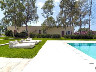 Baia Verde Villa Sleeps 18 with Pool and Air Con - 5580283