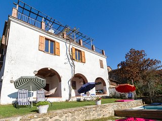 4 bedroom Apartment in Lugnano-Monti di Villa, Tuscany, Italy : ref 5550880