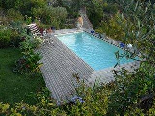 Maisons de vignerons, piscine et vue sur le Cher