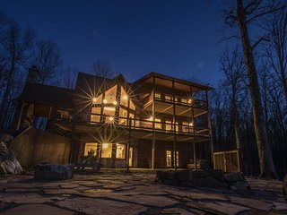 Nature's Nest Cabins: The Eagle. Memories Await
