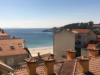 """Ático """"nuevo"""" con vistas al mar a escasos 15 metros de la playa de Silgar"""
