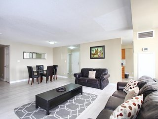 Furnished Rental 3 Bedroom Suite in Ovation Towers, Mississauga