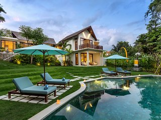 Villa Nalika ★20%OFF★1500m2 ★ Riverfront ★Butler/Chef ★Inf Pool in Canggu