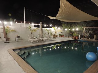 Beautiful Room, Bed and Breakfast (continental) Private Pool/Hot tub (Sunset)