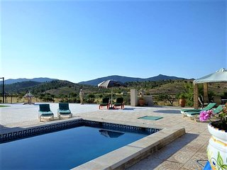 CaveHouse with private pool & tennis court. Tranquil location.