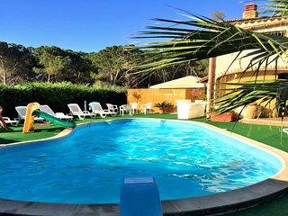 BL003A Appartamento con piscina in Villa 4 posti clima parcheggio giardino