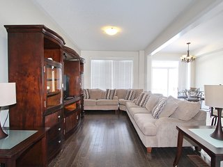 Beautiful New Furnished Luxurious Home, Brampton 9019034