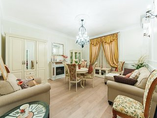 Exclusive 2room flat in heart of City on Moscow river