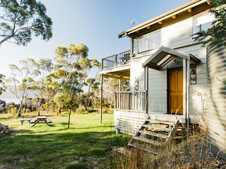Tasmania Bruny Island Waterfront Cottage