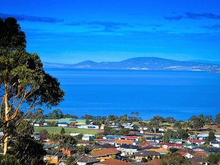 Charbella's on Norma - Pure Paradise with One of Best Views of Hobart & Beyond