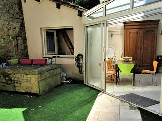 'Canut' french style apartment- BBQ & Courtyard