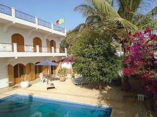 Belle propriété à Mbour, 3 minutes de la plage, beau jardin, tout confort.