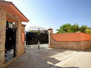 BL002 Villa in 2 appartamenti 10 persone con clima, giardino, parcheggio + bbq