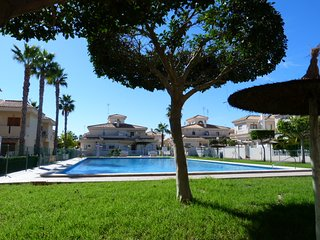 Playa Flamenca. Three bedroom apartment with wifi. Walk to the sea.