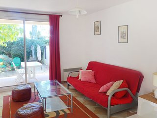 2 bedroom Apartment in Les Lecques, Provence-Alpes-Cote d'Azur, France : ref 560