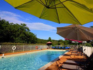 HEATED POOL and FREE PITCH & PUTT - CHILD FRIENDLY HOLIDAY COTTAGE - FOURNIL
