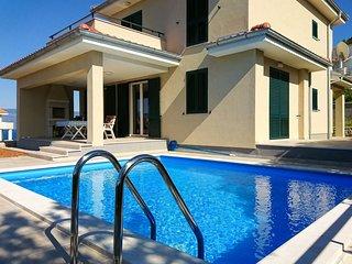 3 bedroom Villa in Vrbnik, Primorsko-Goranska Županija, Croatia : ref 5580743