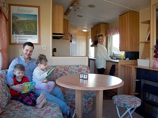 Caravan No8 ~ 4 berth Caravan-(Fairways)Self-Catering Accommodation, Perranporth