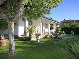 3 bedroom Villa in Forte dei Marmi, Tuscany, Italy : ref 5580473