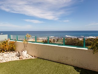 Newly decorated double storey, perched above popular Clifton beach - 11 Nautica