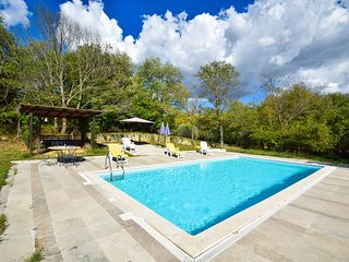 House with private pool, 600 meters from Rigomagno, 35km from Siena and Arezzo.