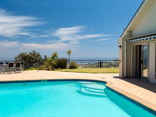 6 Bed Villa in Camps Bay with Expansive Sea views - Summer Dreams