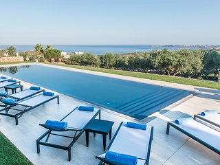 Villa Lavender/Luxurious design, amazing sea view, ideal for a group