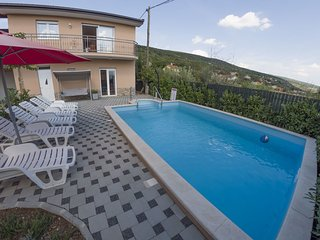 4 bedroom Villa in Juricici, Splitsko-Dalmatinska Zupanija, Croatia : ref 558122