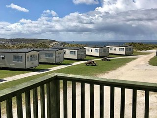 Caravan No5 ~ 4 berth Caravan-(Fairways)Self-Catering Accommodation, Perranporth