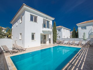 Villa Zoey, 3 Bedroom villa with private pool and Free WiFi