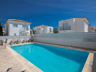 Villa Zoey, 3 Bedroom villa with private pool and Free WiFi